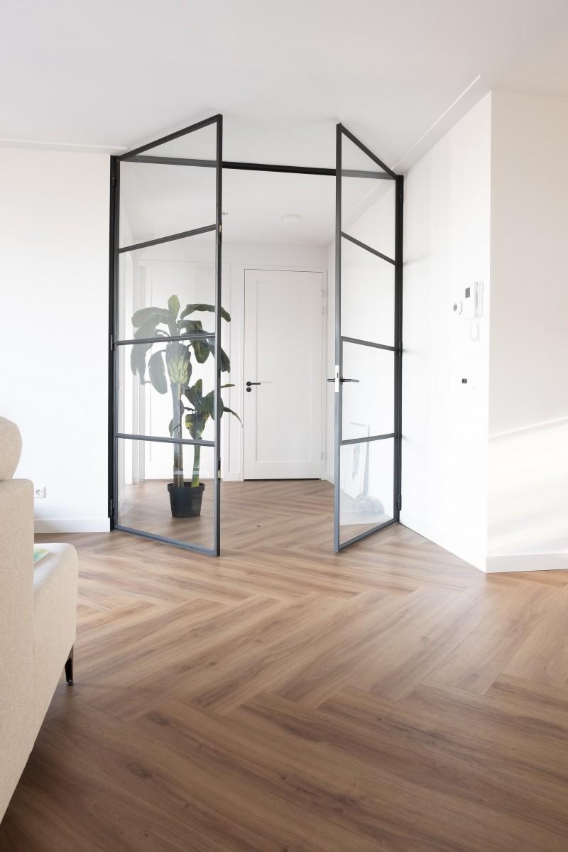 dubbele stalen deuren met glas in 4 vakken verdeeld