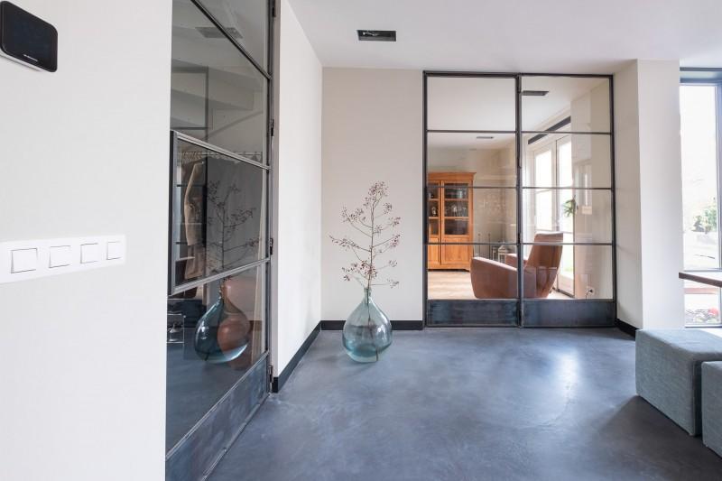 Dubbele stalen deuren in blank staal uitvoering